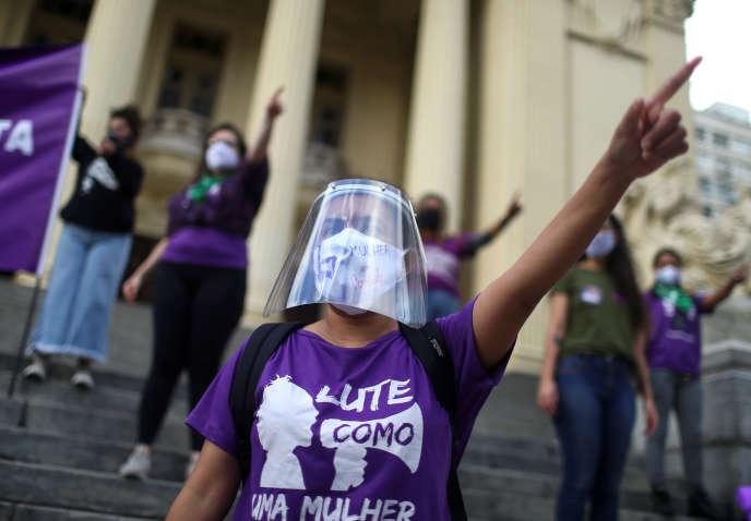 Lors d'une manifestation pour les droits des femmes, à Rio de Janeiro, le 24 août.
