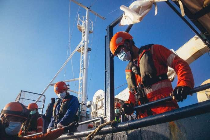 Le navire humanitaire « Alan Kurdi» de l'ONG allemande Sea-Eye lors d'une opération de secours aux migrants au large de la Libye, le 6 avril.