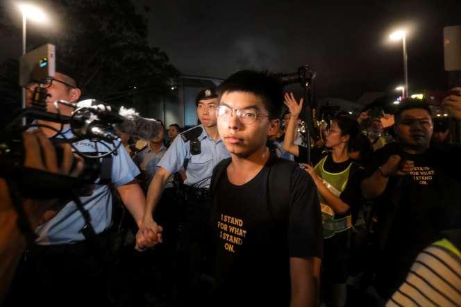 Josua Wong, en juillet 2019, lors d'une manifestation pro-démocratie à Hongkong.