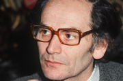 Portrait du couturier français Pierre Cardin pris en juillet 1970 à Paris.