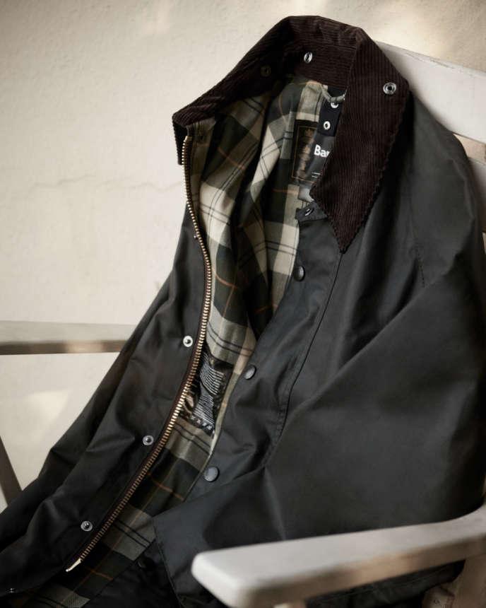 Veste Wax Beaufort, en coton huilé, Barbour, 499 €.