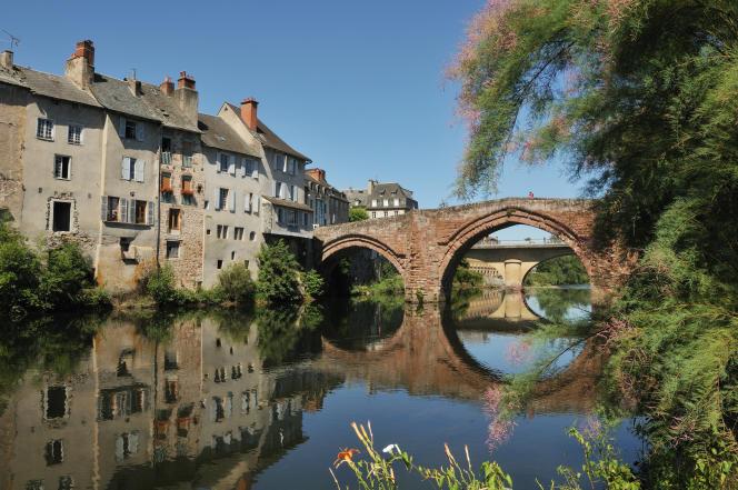 Le pont Vieux sur le Lot, à Espalion, en Aveyron.