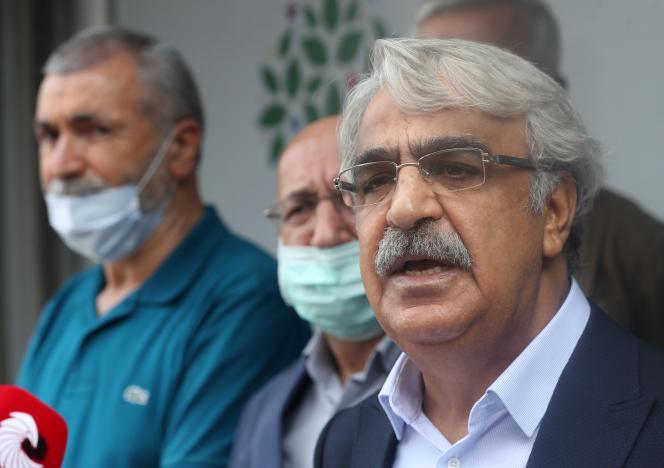 Le coprésident du Parti démocratique populaire pro-kurde, Mithat Sancar, au siège du parti à Ankara, le 25 septembre.
