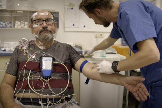 Un patient souffrant de troubles du sommeil à l'hôpital Rudolf Virchow, à Berlin.