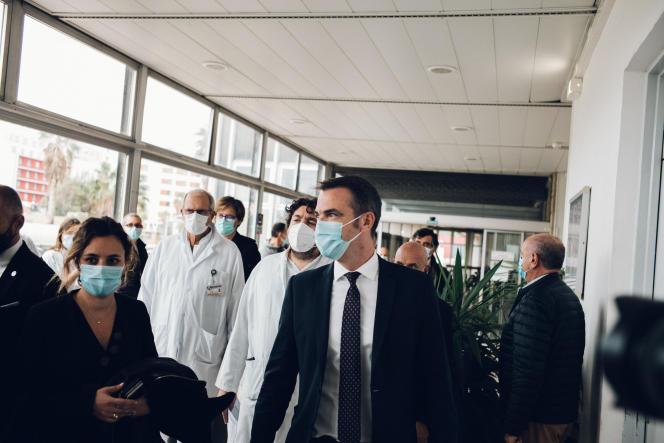 Le ministre de la santé, Olivier Véran, à l'hôpital de laTimone à Marseille, le 25septembre.