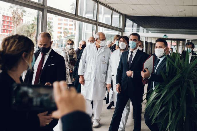 Visite du ministre de la santé, Olivier Véran, à l'hôpital de la Timone à Marseille, le 25septembre.