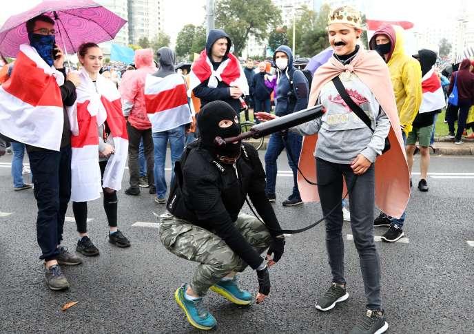 Les opposants à l'investiture d'Alexandre Loukachenko, dimanche 27 septembre.