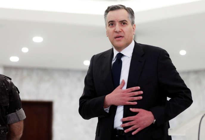 Mustapha Adib après avoir annoncé renoncer à former un nouveau gouvernement, au palais présidentiel à Baabda au Liban, le 26 septembre.