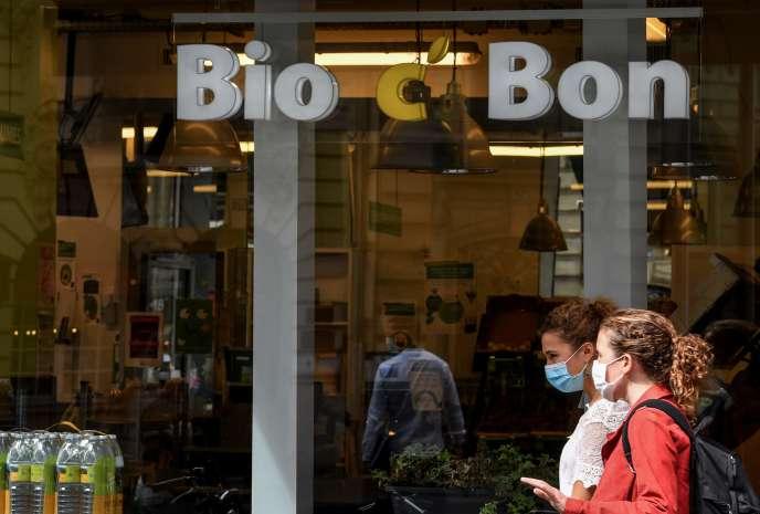 La devanture d'un magasin Bio c' Bon à Paris, le 8 septembre.