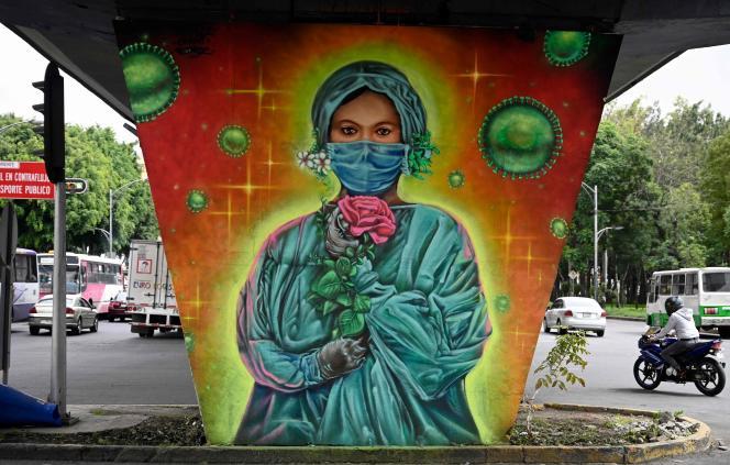 Une peinture de Sergio Morelos, alias Applezman, en hommage aux médecins et aux infirmières qui sont en première ligne dans la lutte contre le Covid-19, à Mexico le 25 août 2020.