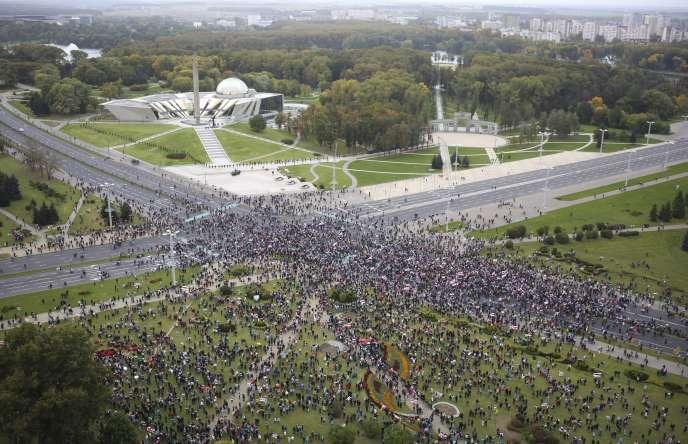 A Minsk, les opposants à l'investiture d'Alexandre Loukachenko se sont réunis pour leur marche du dimanche 27 septembre.