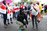 Des opposants à l'investiture d'Alexandre Loukachenko, dimanche 27 septembre.