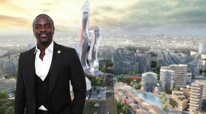 Le rappeur américain d'origine sénégalaise Akon devant son projet de ville futuriste, Akon City.