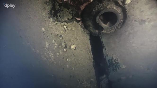 Dans ce document mis à disposition par la société de production vidéo Dplay le 28septembre, on voit une scène filmée par un robot plongeur montrant un trou dans la coque du ferry «Estonia», qui a coulé en 1994.