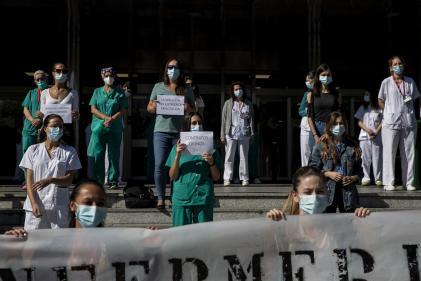 Manifestation pour une augmentation des salaires du personnel médical à Madrid, Espagne, le 28 septembre.