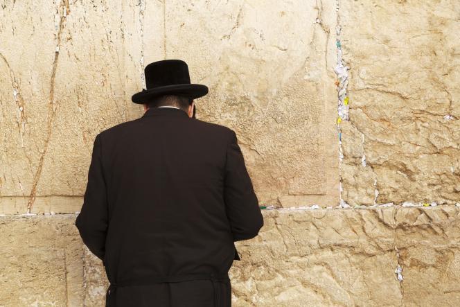 Devant le mur des Lamentations, à Jérusalem.