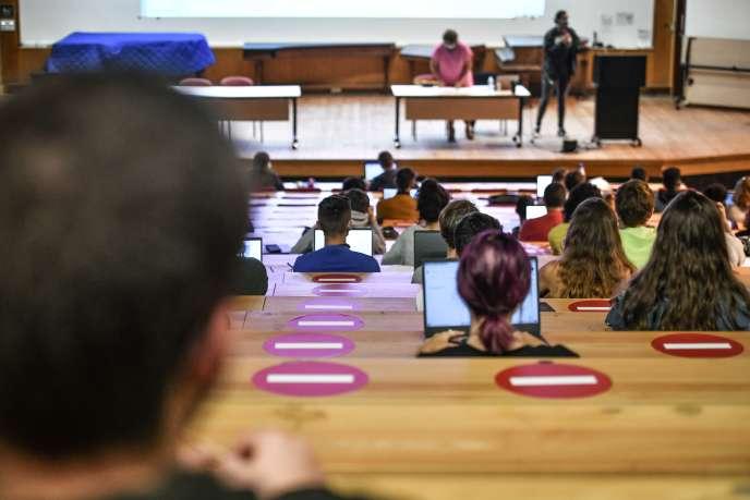 Un cours de géographie en amphithéâtre à l'université Bordeaux-Montaigne, le 27 septembre.