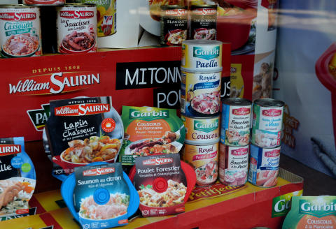 This picture taken on December 14, 2016 shows canned goods displayed at the offices of French holding group Financiere Turenne Lafayette. - The Financière Turenne Lafayette agri-food group, the owner of which Monique Piffaut, died on November 30, 2016, revealed on December 14, 2016 that the accounts had been rigged for several years, and that the group's management was seeking solutions to preserve its activities and the jobs of its employees. (Photo by ERIC PIERMONT / AFP)