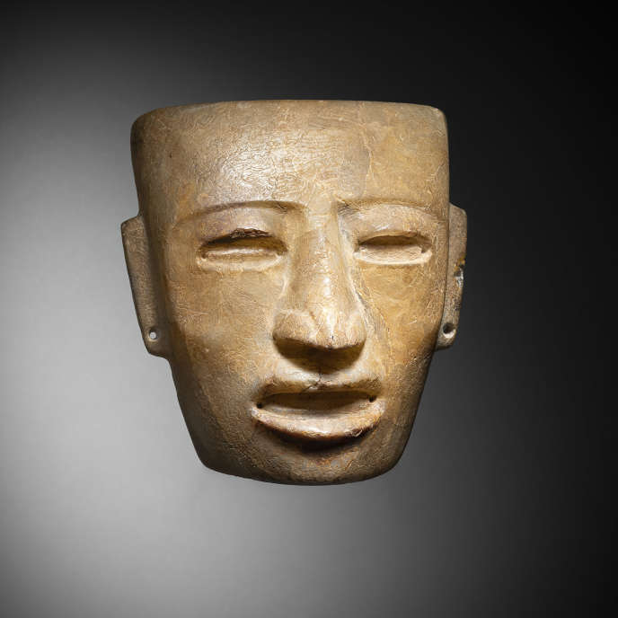 Anthropomorphic mask in semi-translucent alabaster from the Teotihuacan culture, Valley of Mexico, AD 450-650.  J.-C.