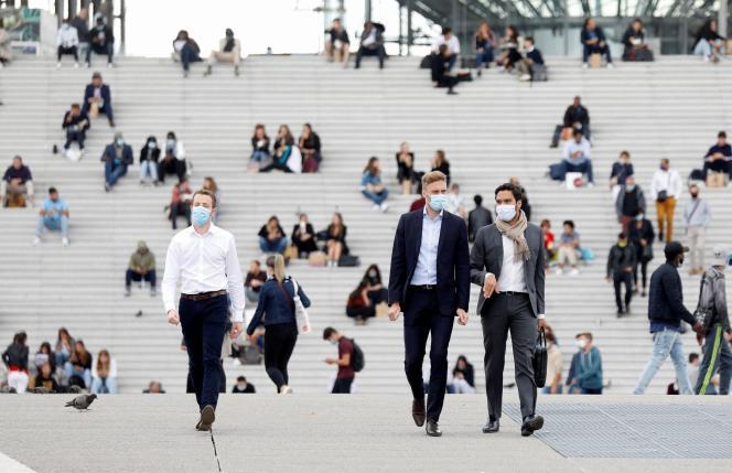 Dans le quartier des affaires de La Défense, près de Paris, le 1er septembre 2020.