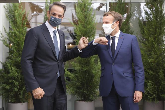 Le premier ministre grec et le président Macron, lors d'un sommet d'urgence sur les relations avec la Turquie,à Porticcio (Corse), le 10 septembre.