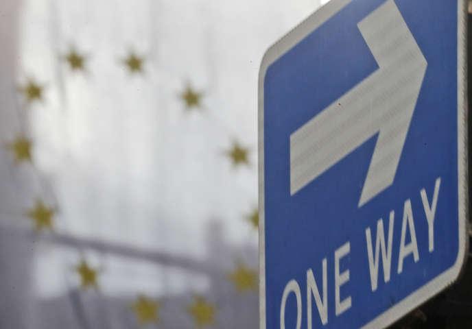 Le drapeau de l'UE est accroché à la Maison de l'Europe à Londres, le 29 septembre.