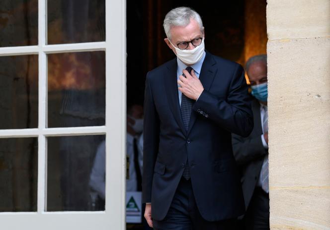 Le ministre de l'économie, Bruno Le Maire, quitte l'hôtel Matignon, à Paris, le 29 septembre.