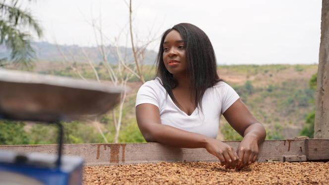 Tisya Mukuna sur sa plantation de café, dans la commune de Mont Ngafula à Kinshasa, en septembre 2020.