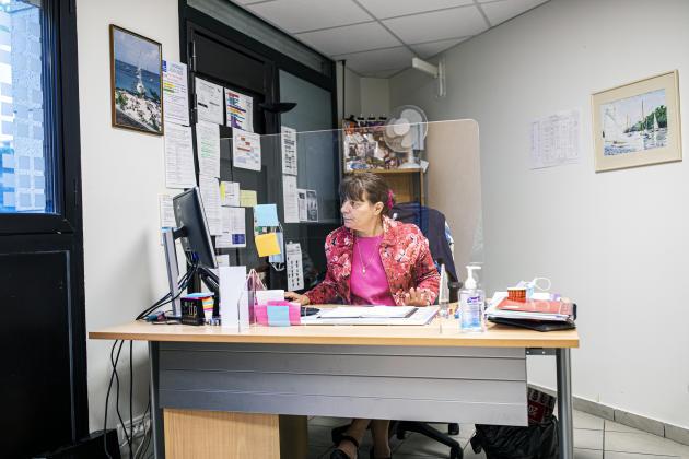 Maria Ferreira, dans son bureau de la mission locale, à Lagny-sur-Marne. Les jeunes de 46 communes dépendent de sa structure.