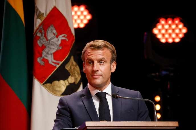 Emmanuel Macron lors de son discours à l'Université de Vilnius, qui lui a décerné le titre de docteur honoris causa, le 29 septembre.