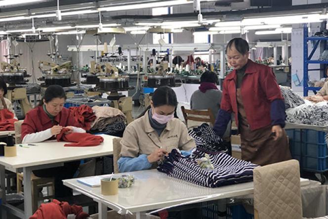 Un atelier textile chinois, image extraite du documentaire «Mode, une soutenable légèreté de l'être».