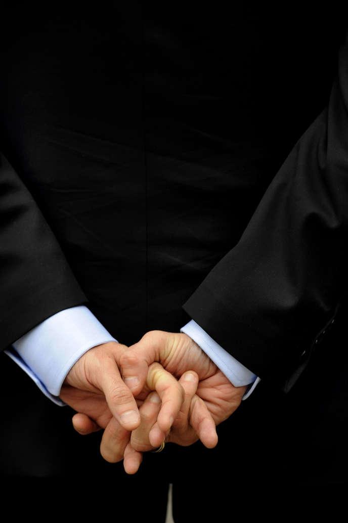Les mains d'Emmanuel Macron.