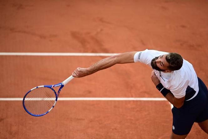 Benoît Paire, lors de son deuxième tour face à l'ArgentinFederico Coria, à Roland-Garros, mercredi 30 septembre.