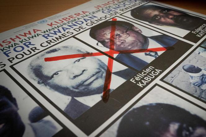 Photos de Félicien Kabuga barrées d'une croix rouge au bureau de l'unité rwandaise chargée de traquer les fugitifs du génocide, à Kigali, le 19 mai 2020.