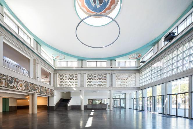 Le grand hall de La Comédie de Clermont-Ferrand, conçue par l'architecteEduardo Souto de Moura, le 15 septembre.
