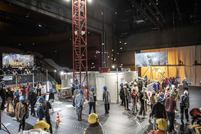 Une représentation du spectacle de Stefan Kaegi et du collectif Rimini Protokoll, «Société en chantier», le 25 septembre, à La Comédie de Clermont-Ferrand.