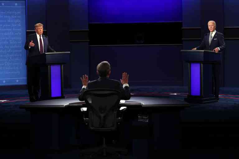 CLEVELAND, OHIO - SEPTEMBER 29: U.S. President Donald Trump and Democratic presidential nominee Joe Biden participate in the first presidential debate moderated by Fox News anchor Chris Wallace (C) at the Health Education Campus of Case Western Reserve University on September 29, 2020 in Cleveland, Ohio. This is the first of three planned debates between the two candidates in the lead up to the election on November 3.   Scott Olson/Getty Images/AFP == FOR NEWSPAPERS, INTERNET, TELCOS & TELEVISION USE ONLY ==