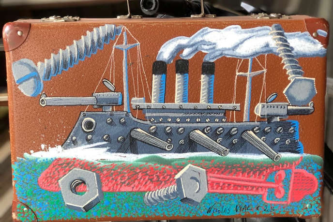 Valise décorée par Nicolas Vial, exposé à bord de « L'Archimède».