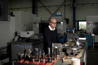 Mehdi Necer, 32 ans, patron de l'entreprise de mécanique et outillage SMOW à Bresles.