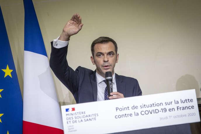 Olivier Véran lors d'une conférence de presse sur la situation épidémique en France, à l'hôpital Bichat à Paris, le 1er octobre.