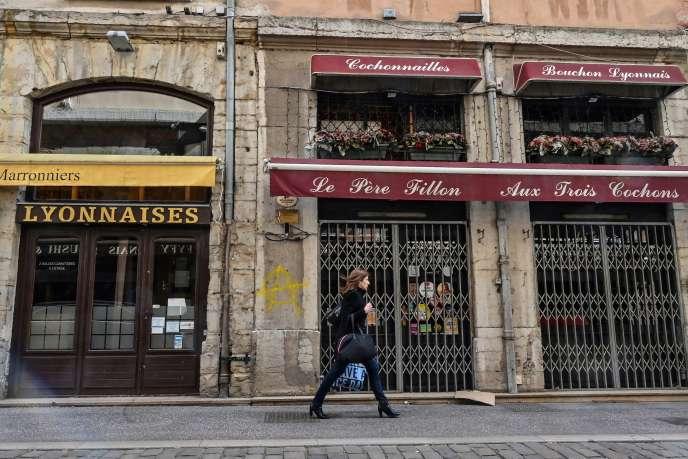 Un restaurant fermé à Lyon, en mars 2020.