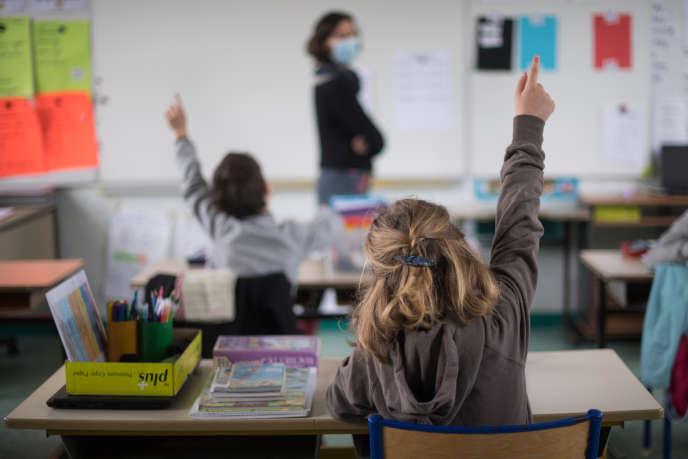 Dans une école publique de l'île de Groix (Morbihan), le 12 mai.
