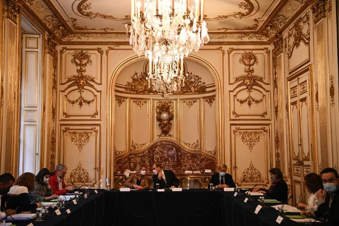 Barbara Pompili, Jean Castex et Marc Fesneau lors d'une réunion avec l'association Les 150, à Matignon à Paris, le 30 septembre.
