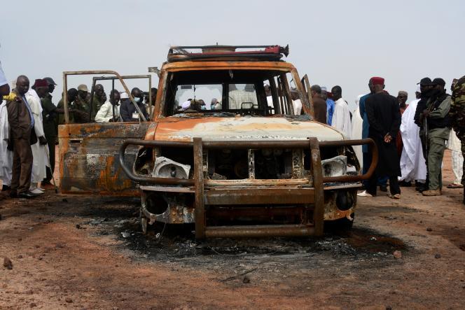 Le véhicule tout-terrain des six Français de l'ONG Acted qui ont été assassinés avec leur guide et leur chauffeur nigériens, le 9 août 2020, dans la réserve de Kouré, à 60 kilomètres de Niamey.
