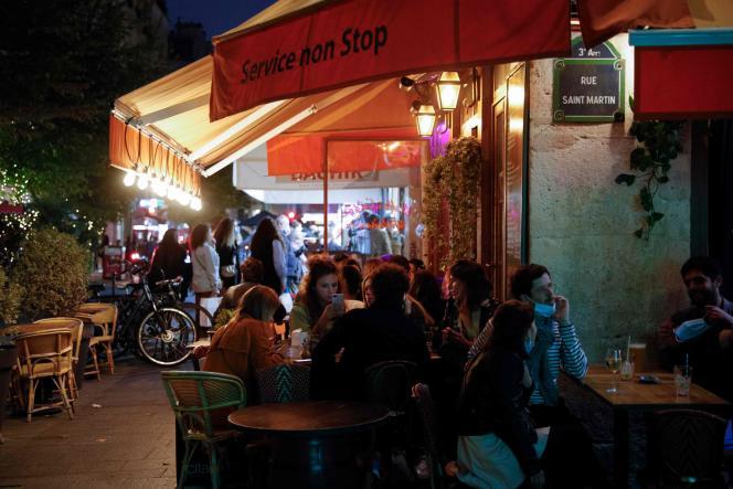 Une terrasse de bar à Paris, le 26septembre.