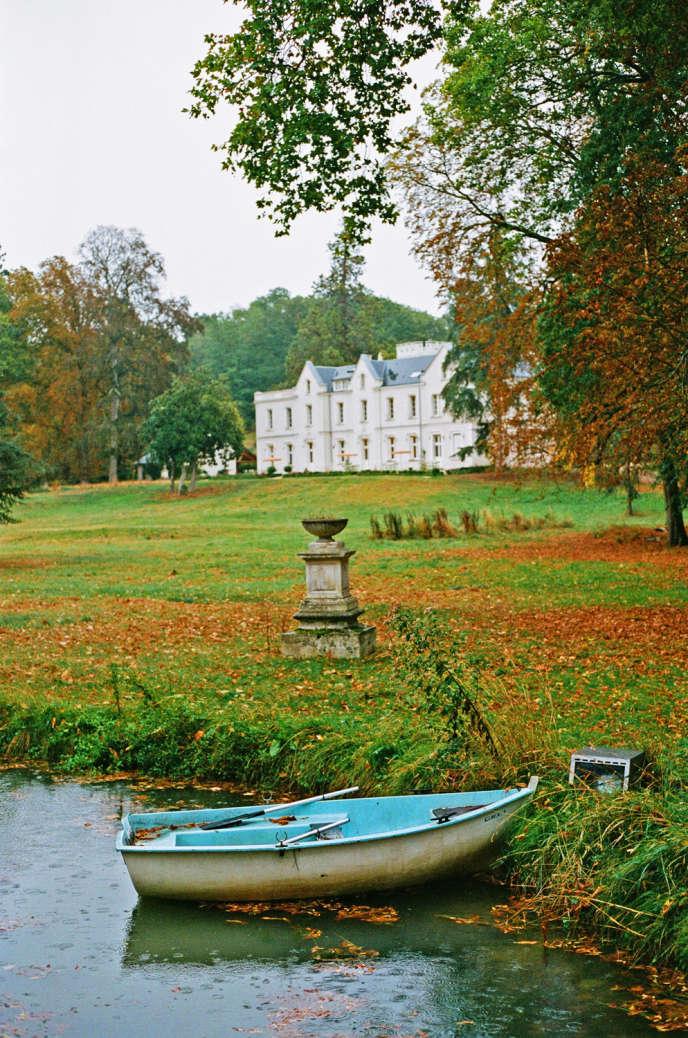 Au cœur d'un parc de 11 hectares, le « CHB » fait à la fois maison d'hôtes et résidence d'artistes.