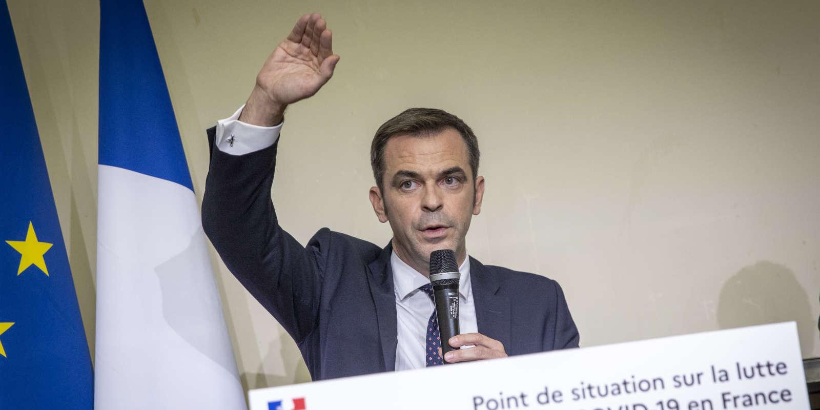 Point sur la situation de la pandémie de Covid-19 par Olivier Véran, ministre de la santé, à l'hôpital Bichat à Paris, jeudi 1er octobre 2020.