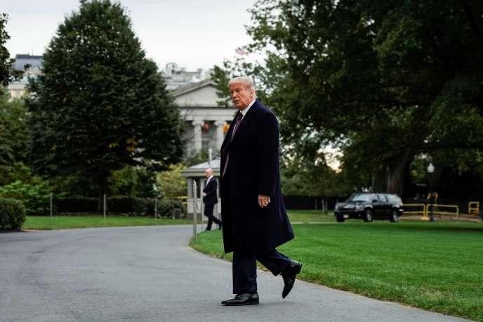Retour de Donald Trump à la Maison Blanche après un événement de campagne à Bedminster, dans le New Jersey, le 1er octobre.