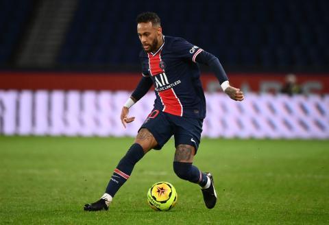Paris Saint-Germain's Brazilian forward Neymar runs with the ball during the French L1 football match between Paris Saint-Germain (PSG) and Angers (SCO) at the Parc des Princes stadium in Paris on October 2, 2020. / AFP / FRANCK FIFE