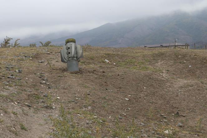 Un obus près d'Ivanyan dans le Haut-Karabakh, le 1er octobre.
